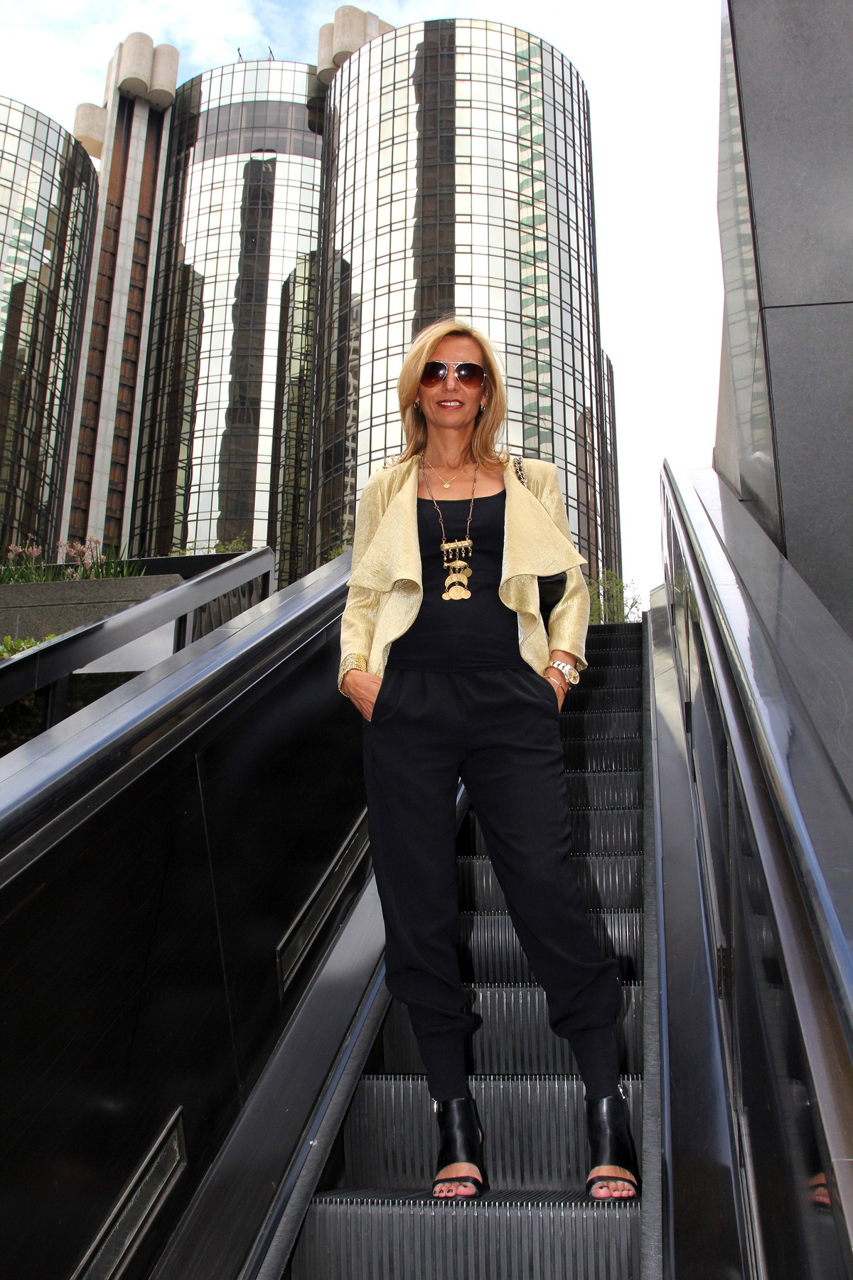 visiting-downtown-los-angeles-wearing-my-soleil-jacket-www.jacketsociety.com(2)