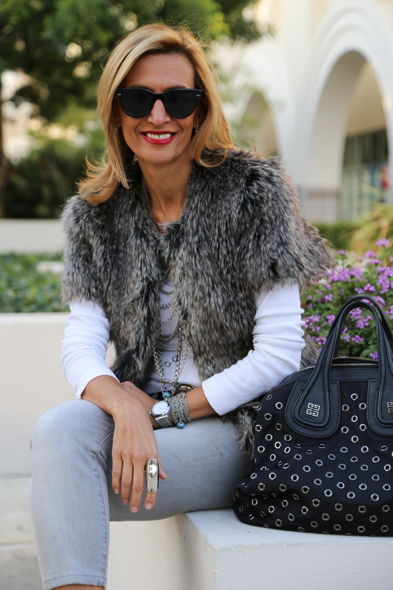 Cozying up with my faux fur jacket-0205