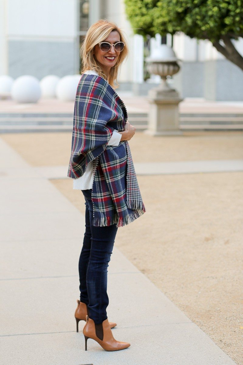 Jacket-Society-Our_new_Reversible_Plaid_And_Hounds_Tooth_Wrap-1154