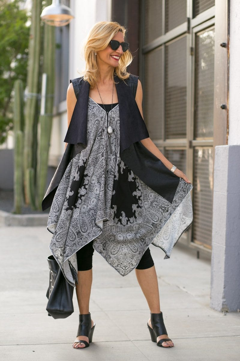 womens asymetrical tunic in black and white paisley