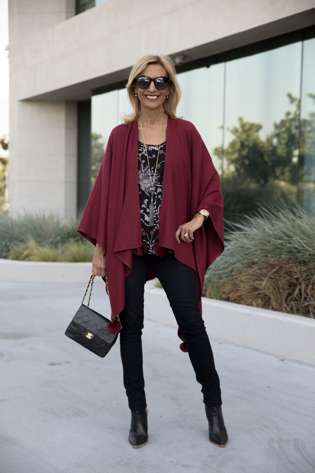 womens burgandy colored poncho with fur trim