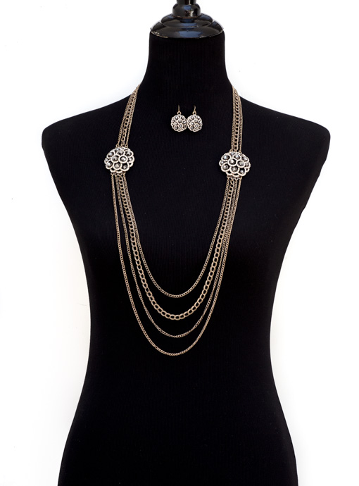 Vintage Inspired Chain Necklace With Rhinestone Pendants And Earrings