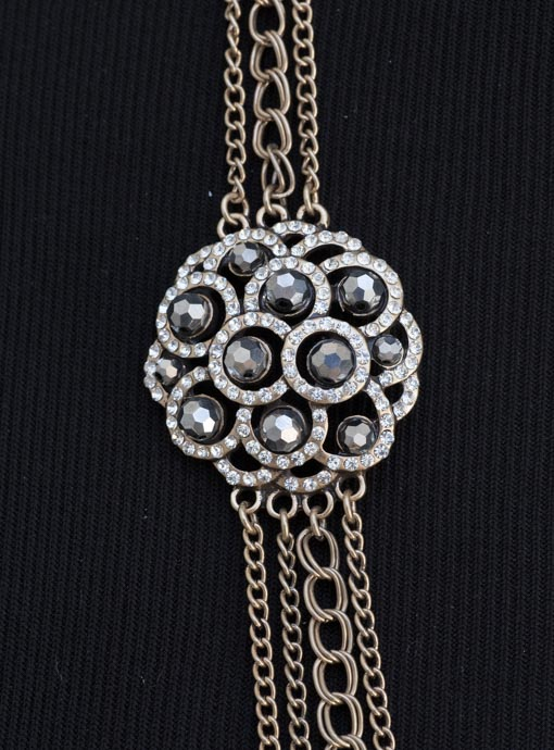 Vintage Inspired Chain Necklace With Rhinestone Pendants