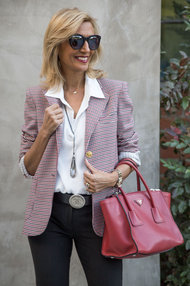 Womens Houndstooth Blazer Is A Year Round Classic
