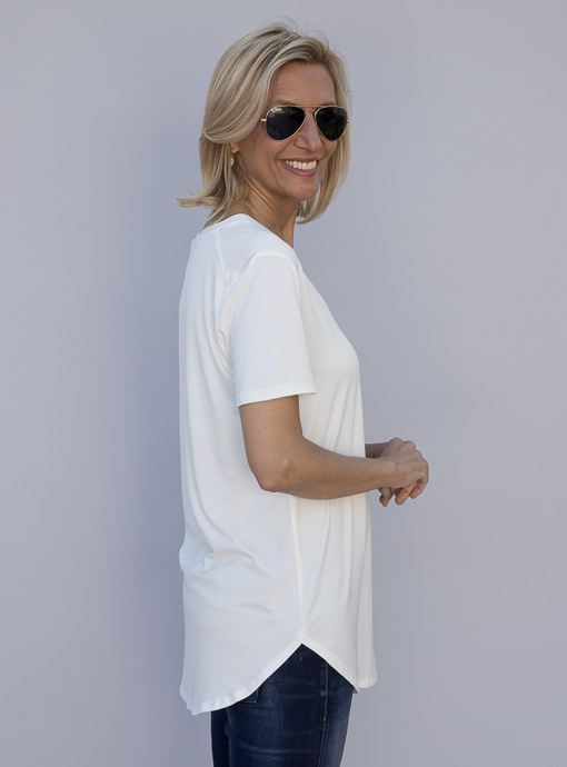 Womens Short Sleeve V Neck Top In Ivory