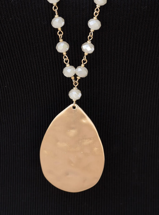 Gold Chain And Champagne Beads Necklace With Gold Pendant